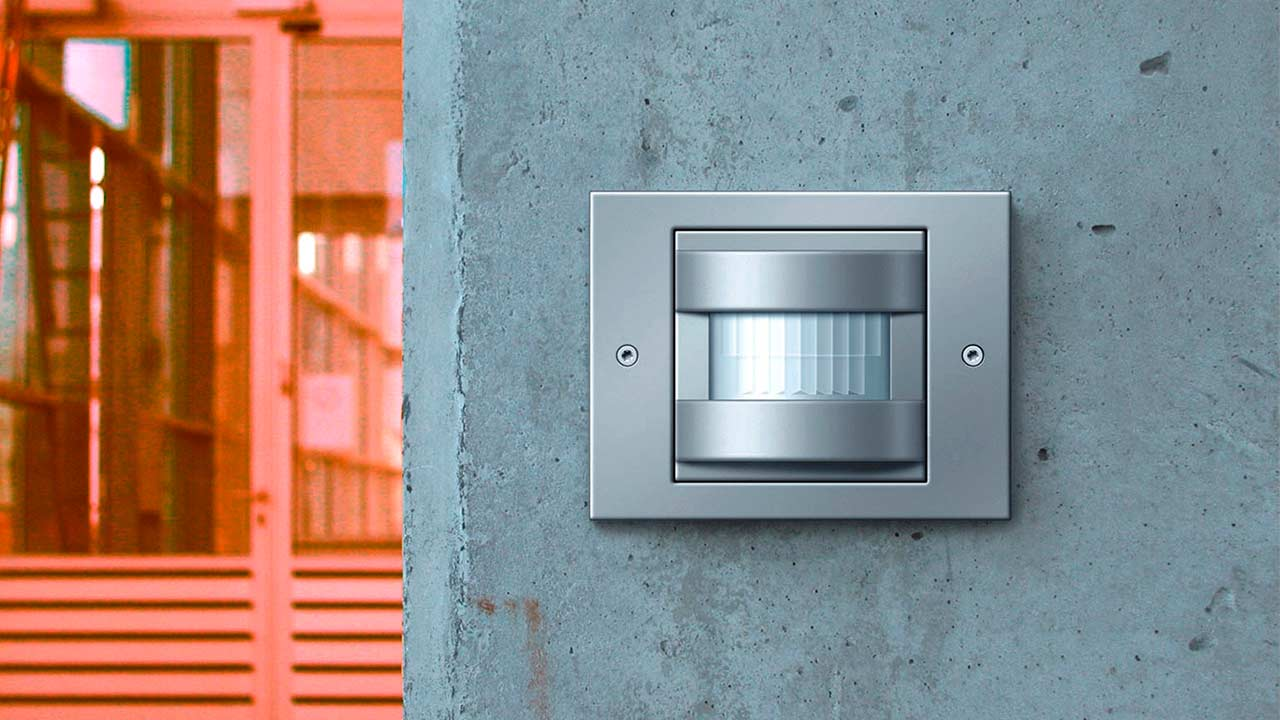 Датчики движения для освещения значительно снижают энергопотребление. Хотите начать экономить? Звоните нам!