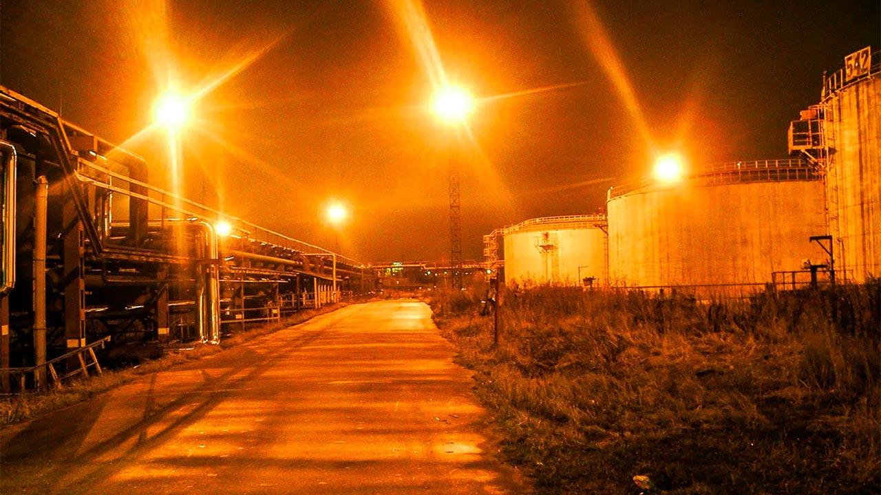 Компания Элреди поможет вам выбрать светодиодные прожекторы для вашего объекта. Купить светодиодные прожекторы с нами легко, потому что наши инженеры подготовят для вас все расчёты бесплатно. Звоните нам!