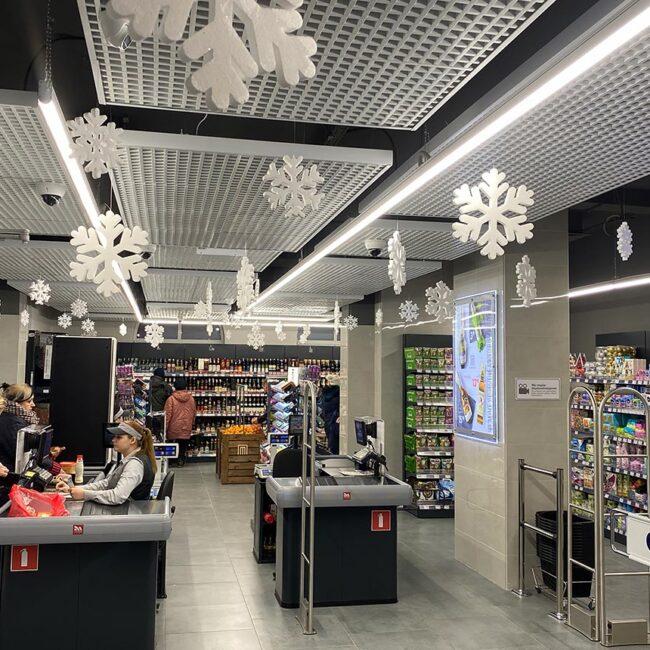 Продтовары закупили светодиодные светильники для мини-магазинов ledz e-Trade. Экономия до 75% затрат. Служат более 20 лет. Минимальная потеря яркости. Хотите такие светильники? Звоните нам!