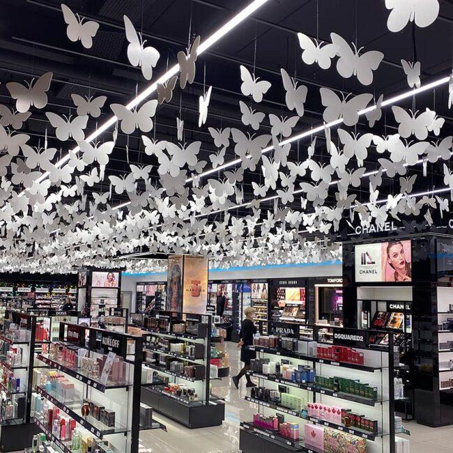 Кравт заказал светодиодные светильники для парфюмерных магазинов ledz e-Line. Мягкий премиальные свет без бликов. Высокая цветопередача для усиления сочных цветов ваших товаров. Экономят 70% ваших затрат и окупаются за 11 месяцев. Хотите такие? Звоните нам!