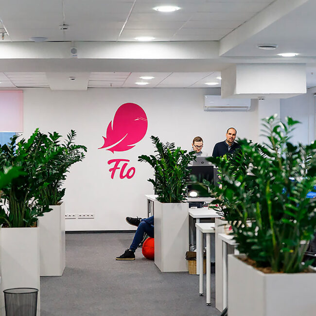 Элреди поработали с очередным IT-проектом Flo. Мы поставляли освещение для дизайнерской мебели, реализованное на алюминиевых профилях и светодиодных лентах. Хотите такие светодиодные светильники для программистов? Звоните нам!
