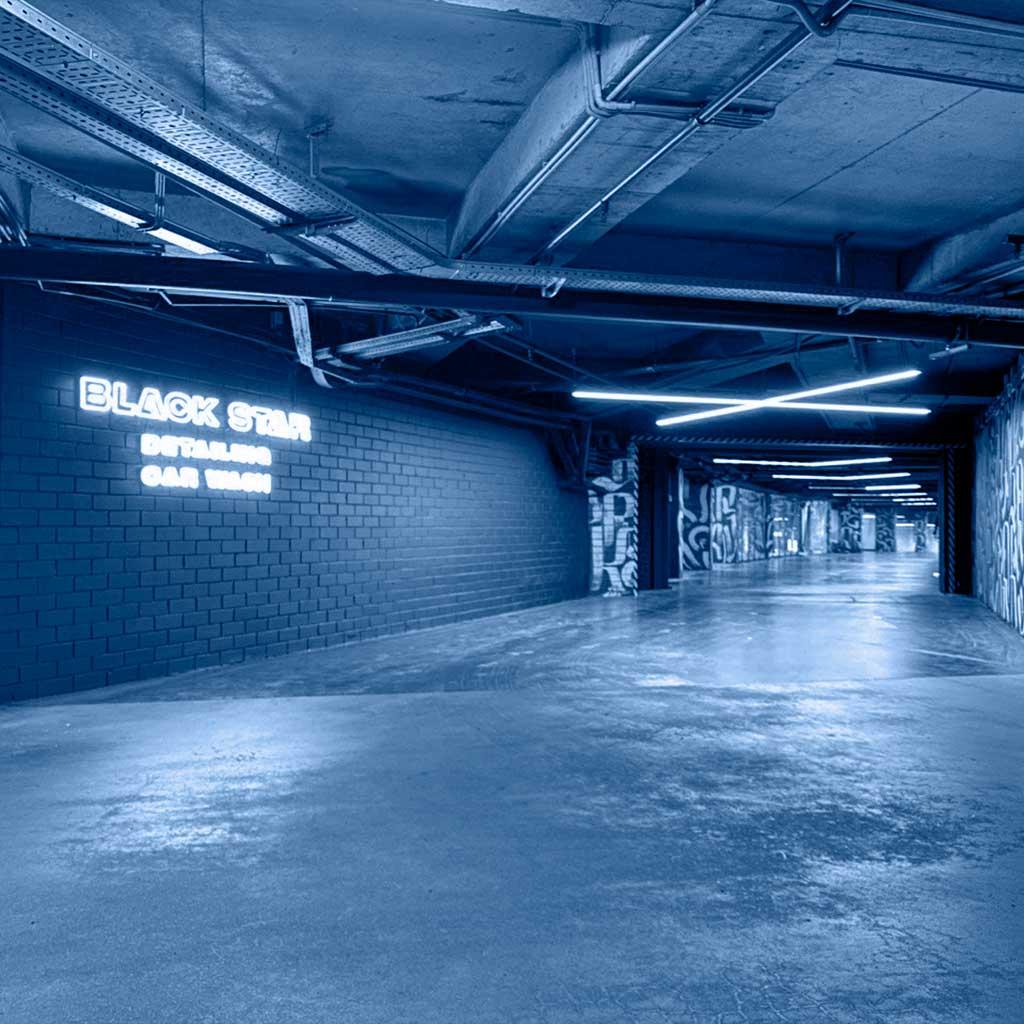 Новый объект франшизы BlackStar открылся в Минске. Детейлинг-центр BlackStar Car Wash освещён светодиодными светильниками ledz e-Line. Освещённость получилась высокой, а сами светильники защищены от влаги по стандарту IP54. Хотите себе такое же освещение? Звоните нам!