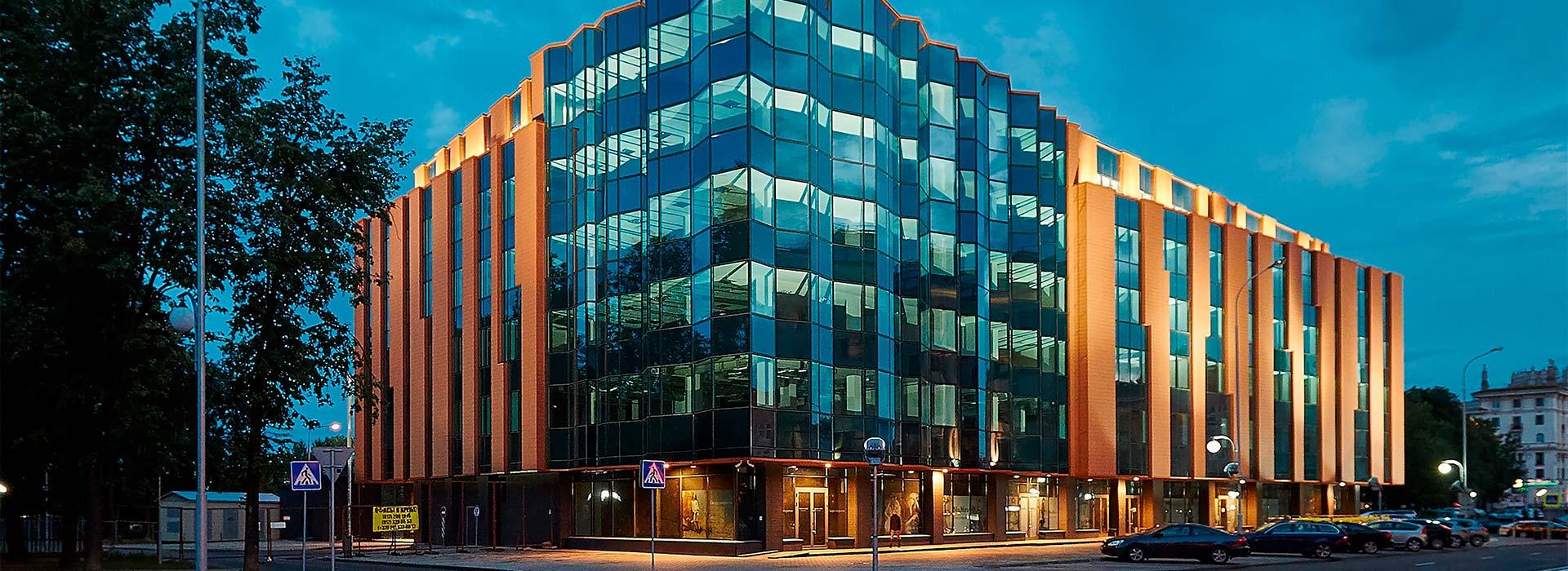 Фасадное освещение любого здания и сооружения. Архитектурные светильники любой мощности, цветности и назначения. Реализуем любой проект. Звоните нам!