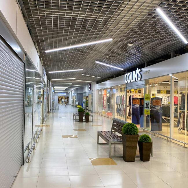 В Outleto теперь установлены светодиодные светильники для торговых центров белорусского производства ledz e-Line. Окупаемость 11.7 месяцев. Хотите так же? Звоните нам!
