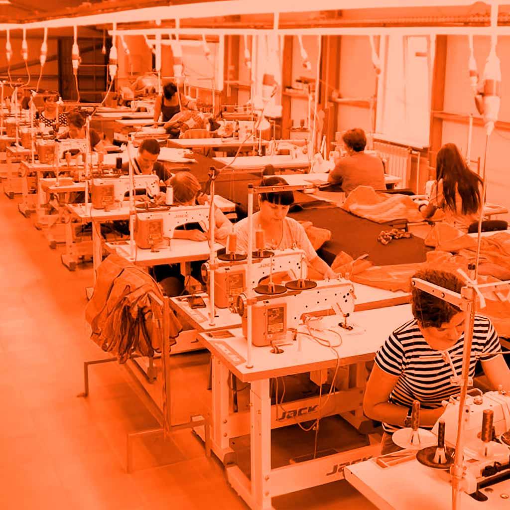 Лента Стиль заказали светильники для швейного производства ArtRibbon. Светильники создают мягкий свет без пульсаций. Экономят 70% ваших затрат. Хотите такие светильники? Звоните нам!