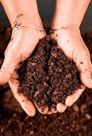 Сорбенты на основе верхового торфа bysorb имеют высокий коэффициент поглощения нефти х8. Это означает, что 1 кг сорбента поглощает 8 кг сырой нефти. Сорбент bysorb безопасно утилизируется, сжигается или закапывается в землю в качестве удобрений